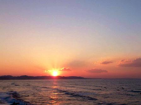 夕日の海の画像