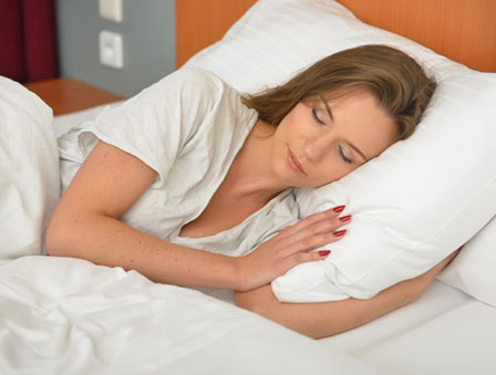 うつぶせ寝の画像