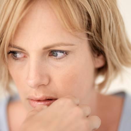 PMSに悩む女性の画像