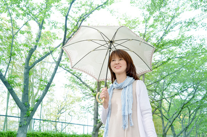日傘の女性の画像