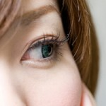 目の下のたるみは消せる!原因と5つの解消方法