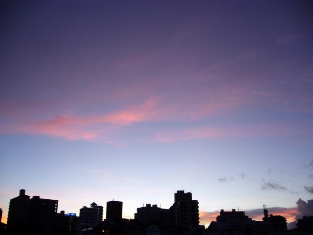 朝方の街の画像