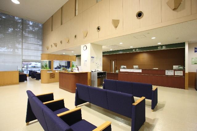 病院のロビーの画像