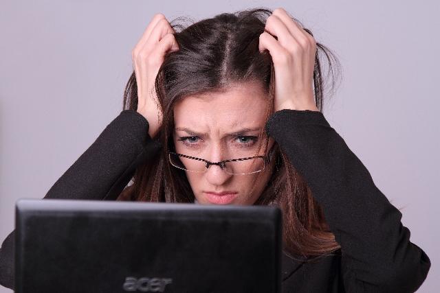 ストレスのある女性の画像