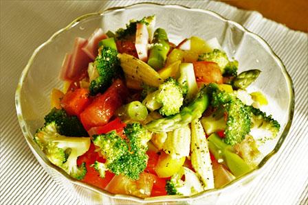 彩り鮮やかなサラダの画像
