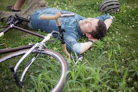 リラックスしている男性の画像