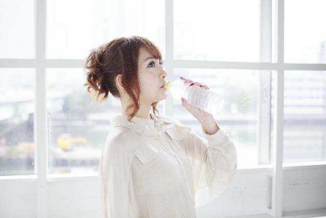 炭酸水の飲み方の画像