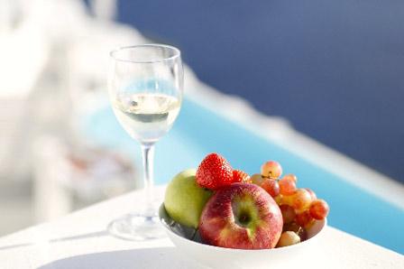 水とフルーツの画像