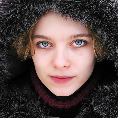 女性の顔の画像