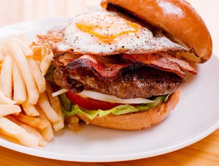 高カロリーの食事の画像