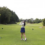 ゴルフ女子必見!ゴルフ場でお昼休みに日焼け止めを塗り直す方法