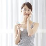 セラミド入り化粧水でうるおい肌に! 正しい選び方と使い方
