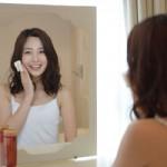 透明感のある明るい肌へ!くすみを改善する化粧品