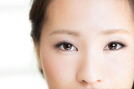 女性の肌の画像