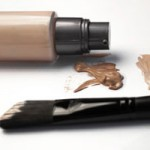 リキッドファンデーションはブラシがおすすめ!艶肌メイク術