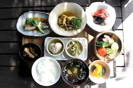 野菜中心の食事の画像