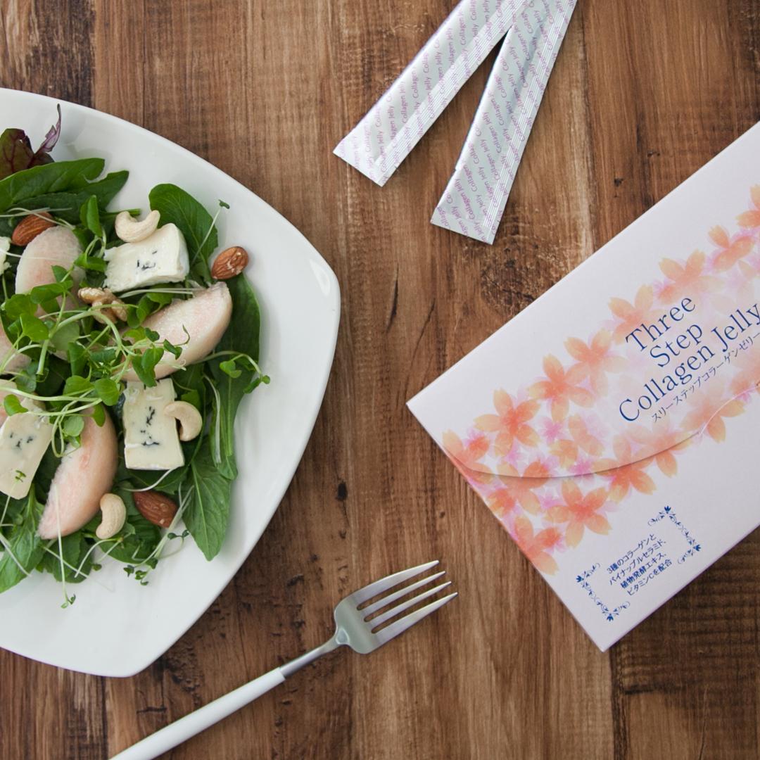 桃とブルーチーズのサラダの画像